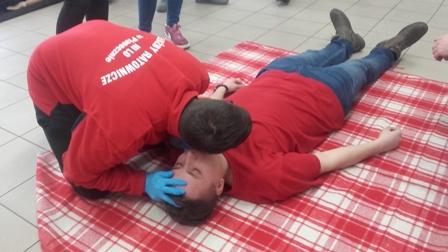 Pierwsza pomoc w stanach nagłych w klasie służb ratowniczych